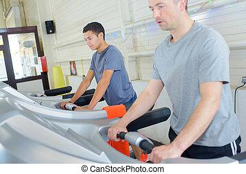 gente, gimnasio, máquina de buena salud, corriente, noria