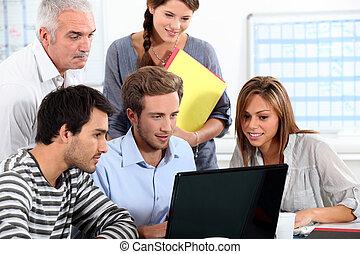 gente, informal, computador portatil, sentado, computadora,...