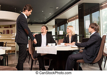 gente, restaurante, vestido, guapo, sacudida, bien, grupo, saludo, mirar, negocio entrega, businessman.