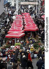gente, venda, flores, en, dolac, mercado, en, zagreb.