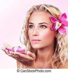 gentile, femmina, con, orchidea, fiore