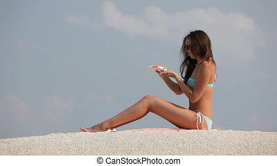 Gentle protection - Sensual ethnic beauty spreading suntan...