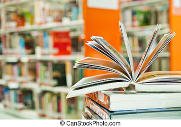 geopend, boek, in, bibliotheek, dichtbegroeid boven