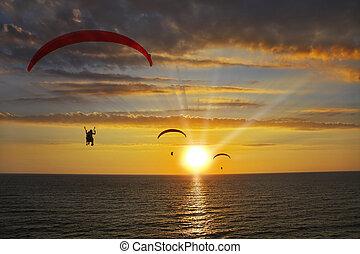 geopereerd, parachutes, boven, de, zee