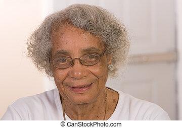 gepensioneerd, afrikaanse amerikaanse vrouw