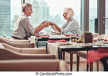 gepensioneerd, restaurant, paar, levendig, etentje, hebben