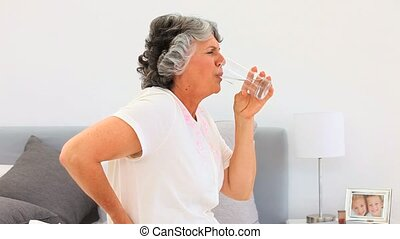 gepensioneerd, vrouw, afname pilen