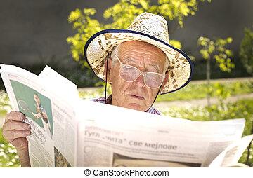 gepensioneerde, met, krant