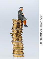 gepensioneerde, zittende , op, geld, stapel