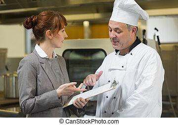 gerente, falando, femininas, cabeça, cozinheiro, jovem