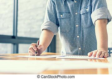 geschäftsfrau, analysieren, investition, charts., buchhaltung