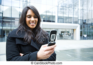geschäftsfrau, indische , texting, telefon
