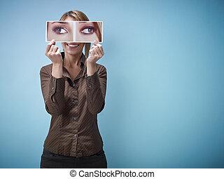 geschäftsfrau, mit, groß, squint-eyes
