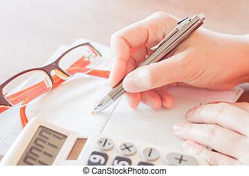 Geschäftsfrau, Taschenrechner, Stift, arbeitende