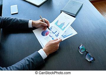 geschäftsmann, analysieren, statistik, bericht