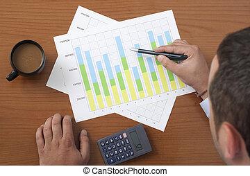 geschäftsmann, analysieren, tabelle