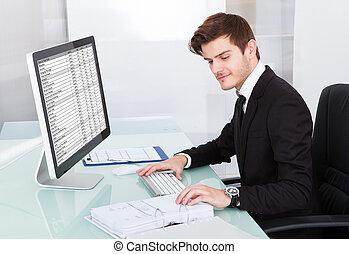 geschäftsmann, arbeiten computer