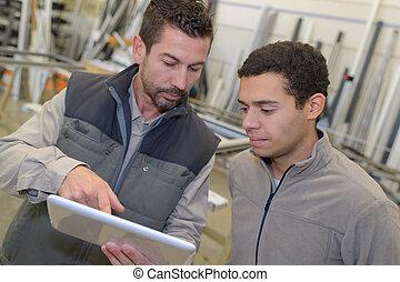 geschäftsmann, ausstellung, mitarbeiter, tablette, digital