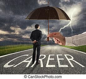 geschäftsmann, bereit, beginnen, a, schwierig, karriere, weg, mit, a, groß, hilfe, von, ein, umbrella., begriff, von, unterstuetzung, und, unterstützung