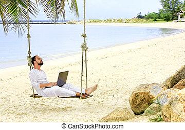 geschäftsmann, freiberuflich, auf, sandstrand, mit, laptop