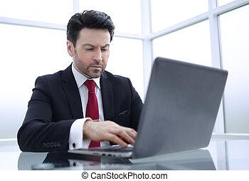 geschäftsmann, gebräuche, a, laptop, für, work.