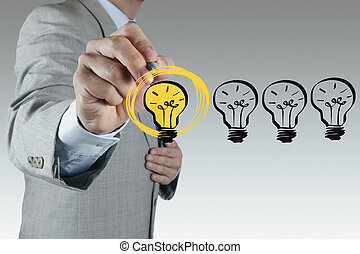 geschäftsmann, hand, zeichnung, glühlampe, als, kreativ, begriff