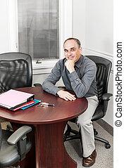 geschäftsmann, konferenzzimmer, buero, sitzen