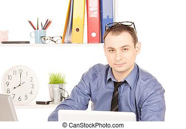 geschäftsmann, mit, laptop-computer, in, buero