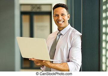 geschäftsmann, mit, laptop, in, buero