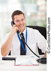 geschäftsmann, reden telefon, in, büro
