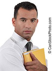 geschäftsmann, schützend, dokument