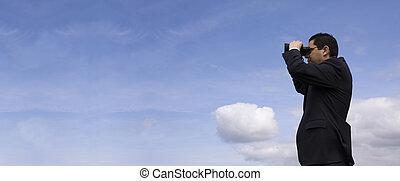 geschäftsmann, sehen fernglas, mit, a, blauer himmel, als,...