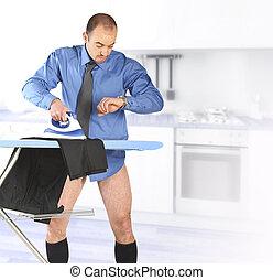 geschäftsmann, seine, trouser, wäschebügeln