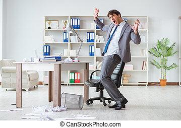 geschäftsmann, spaß haben, machen pause, in, büro, am arbeitsplatz
