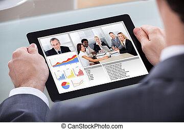 geschäftsmann, video conferencing, mit, mitarbeiter
