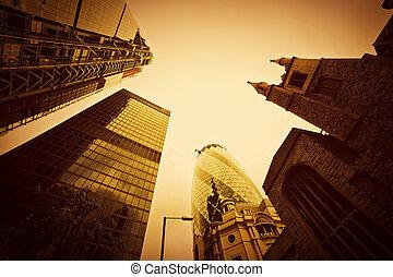 geschaeftswelt, architektur, wolkenkratzer, in, london, der, uk., goldenes, tönung