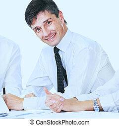 geschaeftswelt, erfolgreich, schauen, hintergrund, fotoapperat, weißes, lächelnden mann