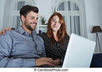 geschenke, paar, glücklich, on-line kaufen