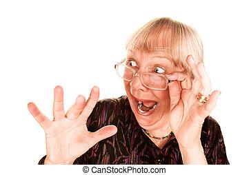 geshockeerde, oude vrouw, kijken over, de, bovenzijde, van, haar, bril