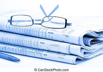 gestemd blauw, kranten, stapel, bril