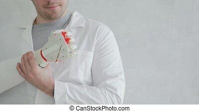 gestes, essai, orthopedist, docteur, mouvement, prothétique, main, regarder, robotique, il, confection, doigts, essayer, interest.