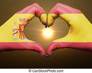 gesto, feito, por, bandeira espanha, colorido, mãos, mostrando, símbolo, de, coração, e, amor, durante, amanhecer