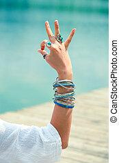 gesto, simbolico, mano, yoga, donna, mudra