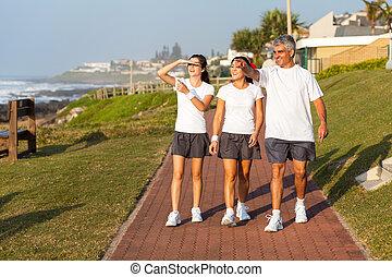 gesunde, aktive, gehen, sandstrand, familie