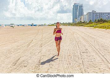 gesunde, fitness, workout, person, sandstrand, miami, asiatisch, dauerlauf, cardio, draußen, rennender , süden, athlete., sommersonne, frau, laufen, anfall, glücklich, barfuß, lebensstil, weibliche , training, jogging