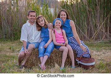 gesunde, glückliche familie, draußen