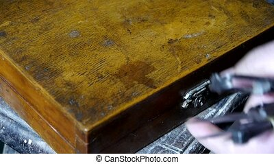 Get tools from old toolbox,artisans - Get tools from old...