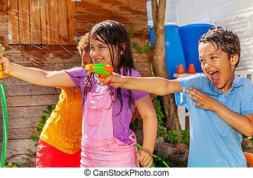gevär, vilt fotografera, ha, lurar, nöje, grupp, vatten