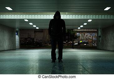 gevaarlijk, man te lopen, op de avond