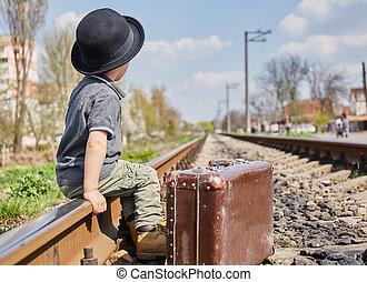 geval, jongen, weinig; niet zo(veel), spoorweg, kostuum